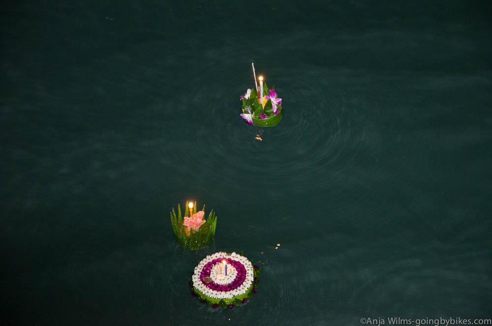 Loi Krathongs schwimmen aufs Meer hinaus #Koh Chang #Thailand
