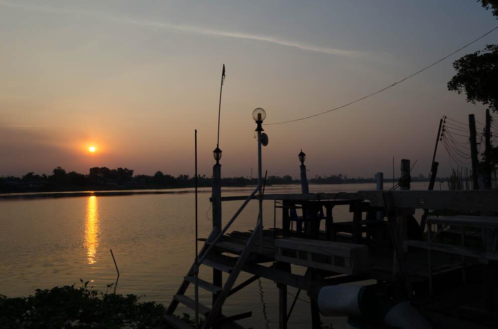 Abendessen am Chao Praya Fluss, Thailand