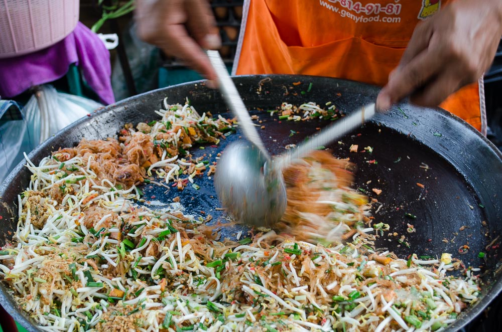 Pad Thai auf Nachmarkt in Bangkok