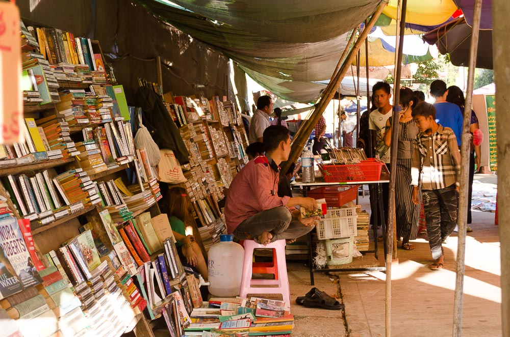 Bücher in Yangon