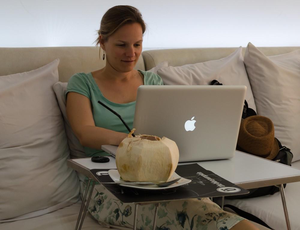 "Bloggen im offenen Wlan des ""Blue Pumkin"" in Siem Reap, Kambodscha"