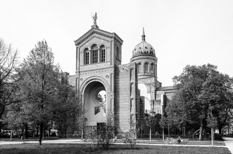 Streetphotography Berlin - Sankt-Michael-Kirche (Berlin-Kreuzberg)